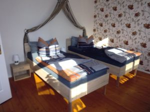 Einzelbetten in Komforthöhe in Ferienwohnung Villa Schubert