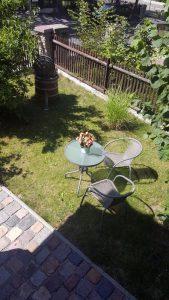 Sitzbereich im Freien zur Nutzung durch Feriengäste der Villa Schubert in Weimar